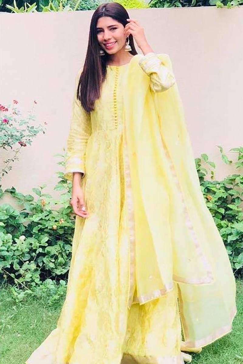 ANUM MALIK PISHWAS ENSEMBLE PRET by Faiza Saqlain - chambeili Bridal