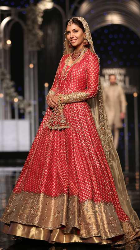 SHEHNAI AANGAN BRIDAL #PanteneHumBridalCoutureWeek - chambeili Bridal